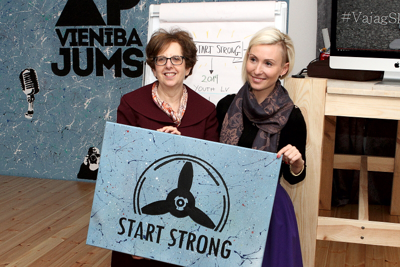 ASV vēstniece Latvijā Nensija Baikofa Petita un programmas vadītāja Solvita Jirgensone Start Strong centra atklāšanas pasākumā.